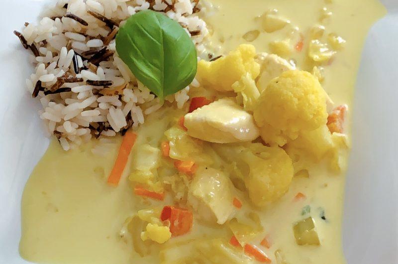 Thai-Curry mit Hähnchenfilet und Reis